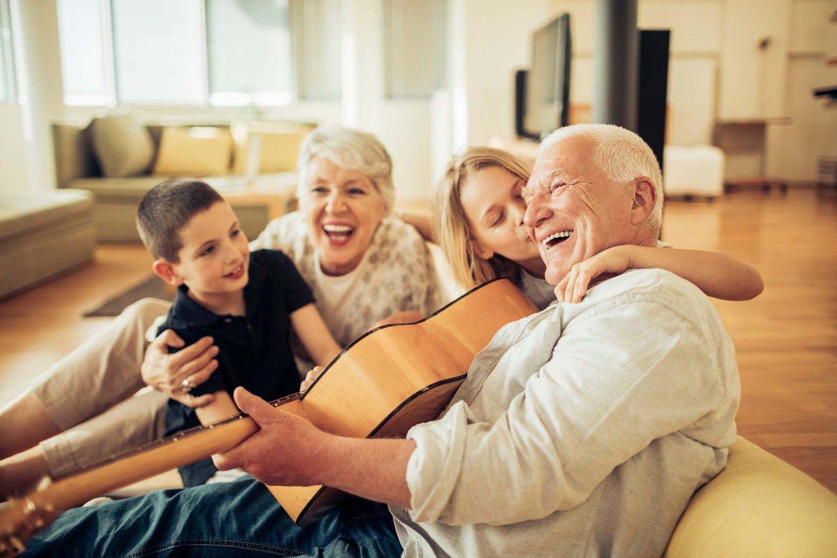 Resultado de imagem para familia com idoso