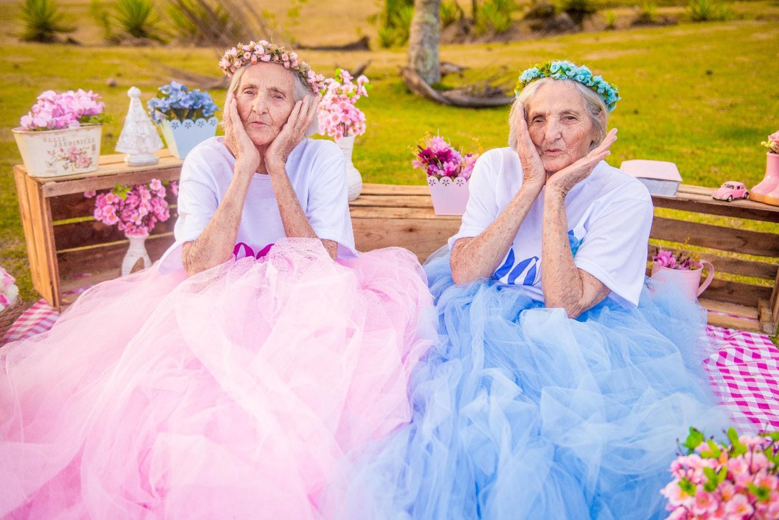 Gêmeas completam 100 anos e fazem ensaio fotográfico no ES; veja as fotos